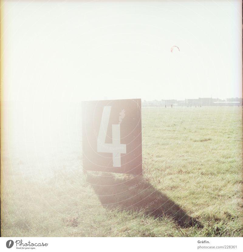 4 weiß Sonne Ferne Wiese Gras Schilder & Markierungen leuchten Ziffern & Zahlen 4 Überbelichtung