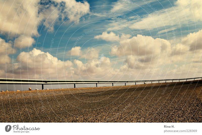 HimmelsGrenze Wolken Klima Schönes Wetter Straße Hochstraße blau Freiheit Perspektive Zaun Leitplanke Surrealismus Kontrast Asphalt Stein Kurve Menschenleer