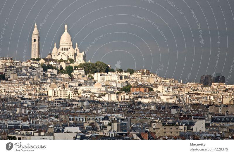 Montmartre kontrastiert Himmel Paris Hauptstadt Stadtzentrum Haus Kirche Architektur Sehenswürdigkeit Wahrzeichen Sacré-Coeur Ferien & Urlaub & Reisen Farbfoto