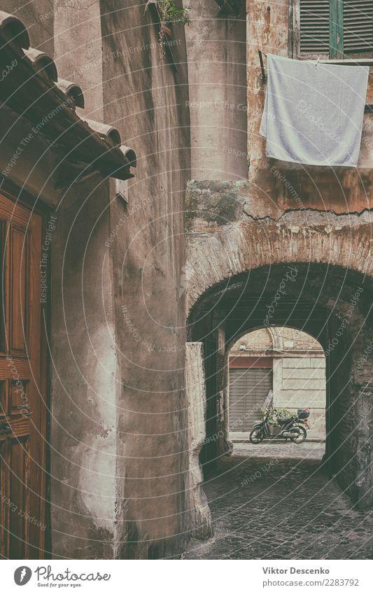 Klassischer Innenhof im Zentrum von Rom Himmel Ferien & Urlaub & Reisen alt Pflanze Blume Haus Blatt Straße Architektur Gebäude Tourismus Stein Fassade Italien