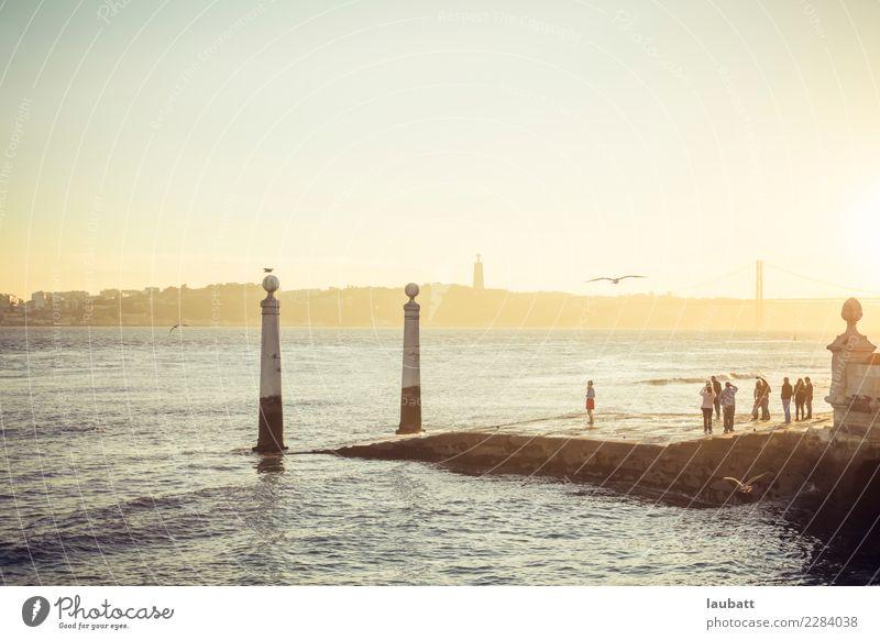 Ferien & Urlaub & Reisen Stadt Sonne ruhig Küste Horizont Sehenswürdigkeit Skyline Hauptstadt Hafen Flussufer Portugal Lissabon