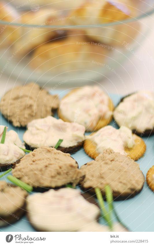 Schnittchen?? gefälligst ?? Lebensmittel Teigwaren Backwaren Ernährung Fingerfood lecker Schnittlauch Teile u. Stücke Schwarzbrot Lachspastete Leberwurst salzig