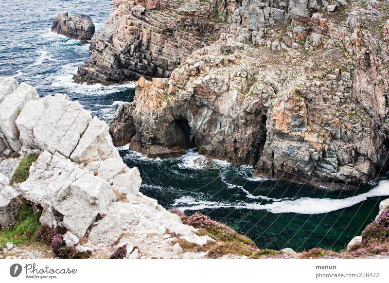 Abgrund Natur Wasser schön Meer Ferne Landschaft Berge u. Gebirge Küste Wellen Felsen natürlich wild Perspektive authentisch außergewöhnlich Urelemente