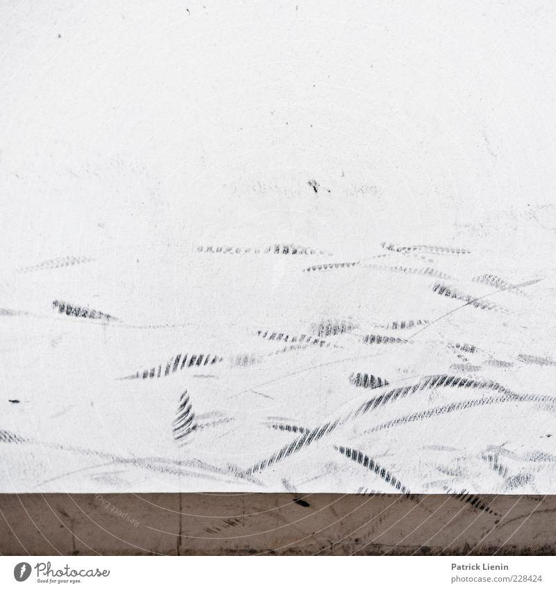 Wandspuren schwarz Wand grau Mauer Linie dreckig Fassade verrückt einfach Spuren trashig hässlich Vandalismus Licht Abrieb