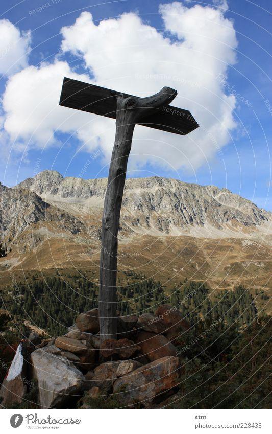quo vadis ... Himmel Natur Pflanze Baum Landschaft Wolken Ferne Umwelt Berge u. Gebirge Herbst Freiheit Stein Felsen Schilder & Markierungen Schönes Wetter