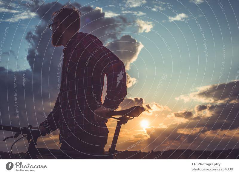 Himmel Natur Ferien & Urlaub & Reisen Mann Sommer Landschaft Erholung Wolken Berge u. Gebirge Erwachsene Lifestyle Sport Ausflug Verkehr Abenteuer Fahrradfahren