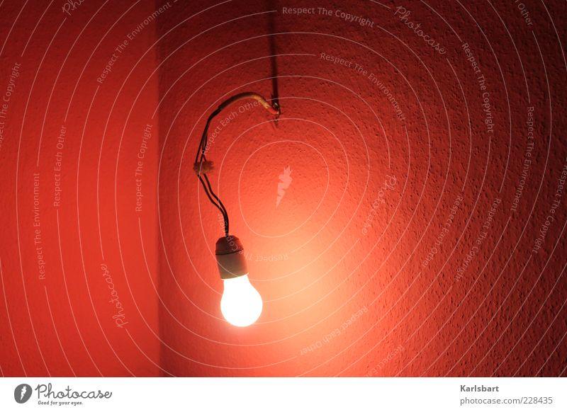 verbirnt. rot Wand Umwelt Wärme Mauer Lampe Raum Beleuchtung Wohnung verrückt Energiewirtschaft Lifestyle Elektrizität Kabel Häusliches Leben außergewöhnlich