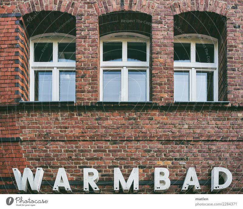 Warmbad Stadt Menschenleer Haus Schwimmbad Bauwerk Gebäude Architektur Mauer Wand Fenster alt Gesundheit rot weiß Backstein Schriftzeichen Wärme Farbfoto