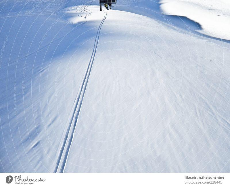 Macht Skifahrer glücklich II blau Landschaft Winter Berge u. Gebirge Schnee Sport Eis Freizeit & Hobby Textfreiraum Schönes Wetter Frost Hügel Skifahren Schweiz