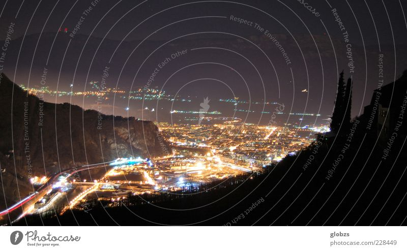 one night in Bozen Stadt Einsamkeit ruhig Ferne Berge u. Gebirge Freiheit träumen Stimmung Zufriedenheit Felsen Geschwindigkeit Hoffnung Wandel & Veränderung Wunsch Alpen Italien