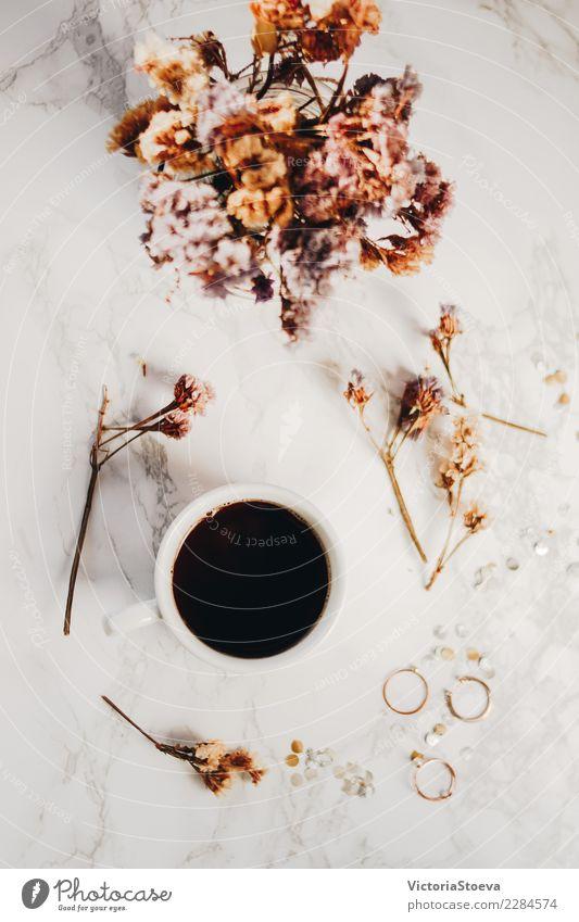 Flay lag mit Blumen und Kaffee schön weiß Lifestyle Blüte Stil Kunst Mode rosa oben Design Arbeit & Erwerbstätigkeit Büro elegant frisch Aussicht
