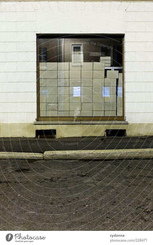 Schau-Fenster Stil Handel Güterverkehr & Logistik Haus Mauer Wand Fassade Straße Wege & Pfade ästhetisch Einsamkeit einzigartig entdecken geheimnisvoll Idee