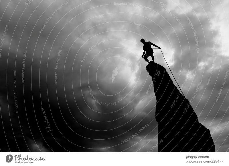 Mensch Sport hoch Abenteuer gefährlich Erfolg Klettern Gipfel Mut sportlich Gleichgewicht Top Versuch anstrengen Willensstärke Bergsteigen