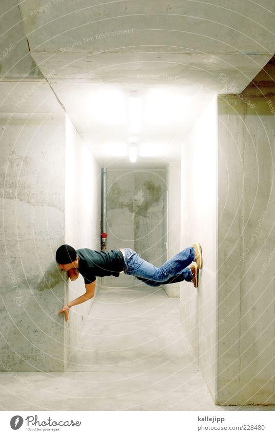 fußnote Mensch maskulin Mann Erwachsene 1 Mauer Wand T-Shirt Jeanshose Schuhe Mütze kalt Le Parkour Neonlicht Betonwand Farbfoto Innenaufnahme Kunstlicht Licht