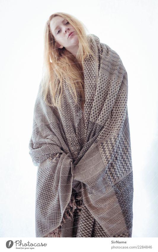 416 [robed] Sinnesorgane feminin Junge Frau Jugendliche Leben Mensch 18-30 Jahre Erwachsene Jugendkultur Mode Stoff Haare & Frisuren blond rothaarig langhaarig