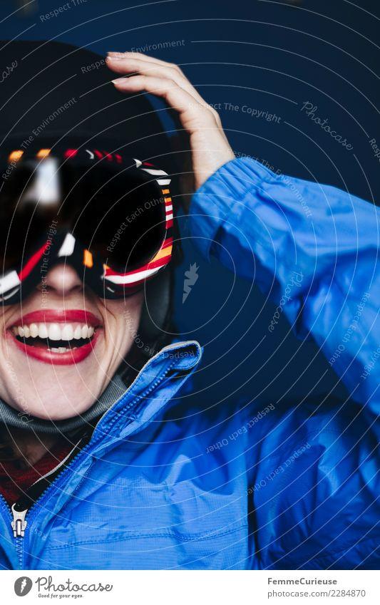 Smiling woman with ski helmet and ski goggles Lifestyle Sport Fitness Sport-Training Skifahren feminin Junge Frau Jugendliche Erwachsene 1 Mensch 18-30 Jahre