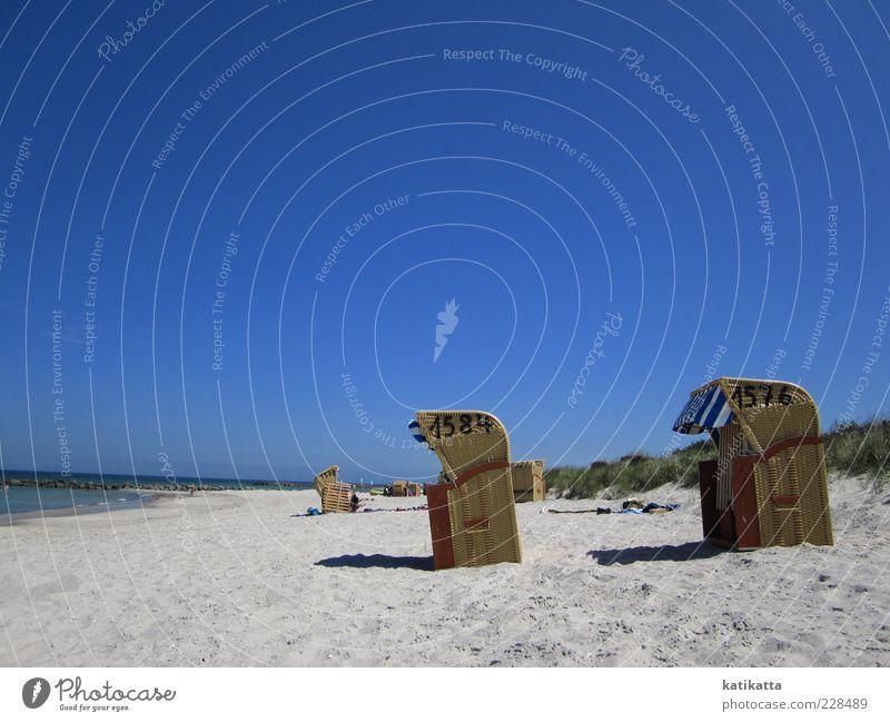 1576 - 1584 Landschaft Sand Wolkenloser Himmel Sommer Schönes Wetter Küste Ostsee Meer Düne Strandkorb Erholung ruhig Sehnsucht Fernweh Ferien & Urlaub & Reisen