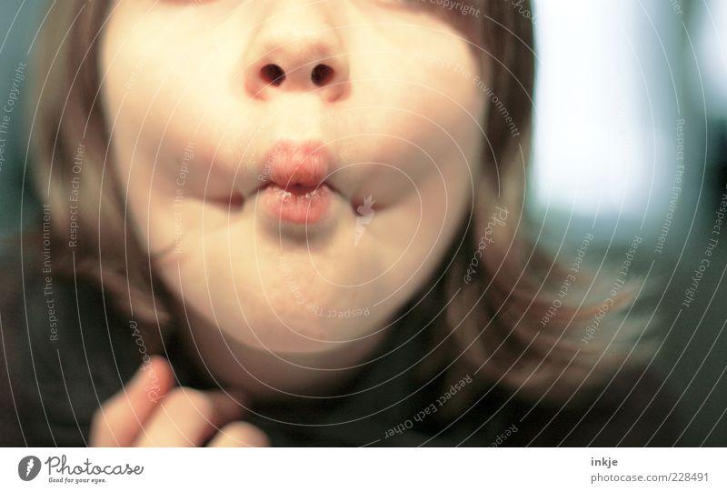 küff miff Kind Jugendliche Gesicht Leben Spielen Gefühle Stimmung lustig Kindheit Fröhlichkeit verrückt außergewöhnlich niedlich einzigartig Lippen nah