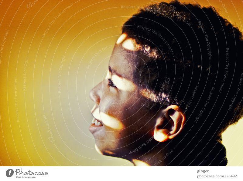 : mi amore de felice corazon : Mensch maskulin Junge Kindheit Jugendliche Kopf Auge Ohr Mund 1 8-13 Jahre genießen Blick leuchten träumen Jalousie Streifen