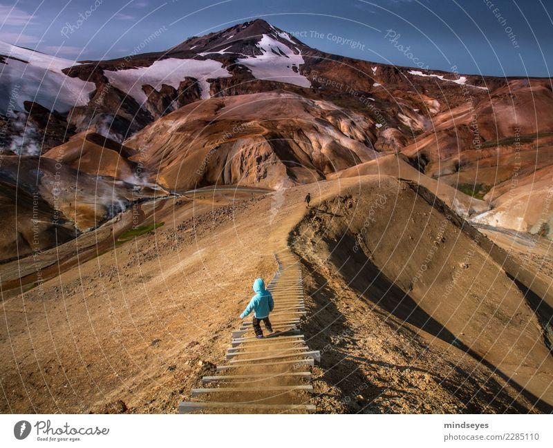 Abstieg ins Abenteuer Ferien & Urlaub & Reisen Berge u. Gebirge wandern Kind 3-8 Jahre Kindheit Wolkenloser Himmel Island Geothermik Treppe Wege & Pfade