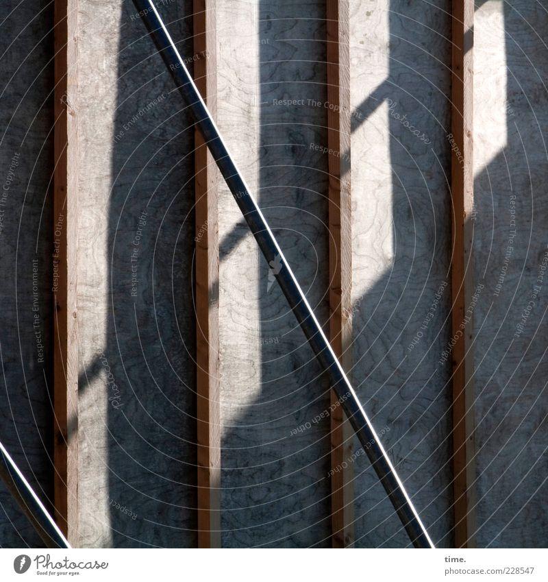 Die Kehrseite des Lächelns Mauer Wand Plakatwand Wahlkampf Verstrebung Holz Linie Partnerschaft Design geheimnisvoll Rätsel Blech Eisen Strebe Befestigung