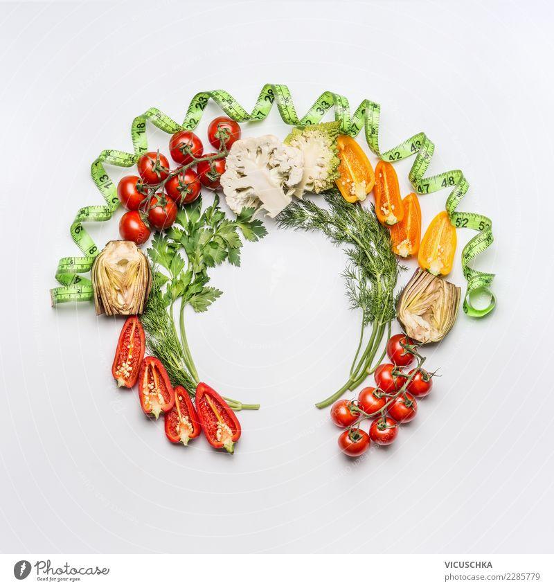 Runde Rahmen mit Salat Gemüse und Maßband Lebensmittel Ernährung Bioprodukte Vegetarische Ernährung Diät Stil Design Gesundheit Gesunde Ernährung Restaurant