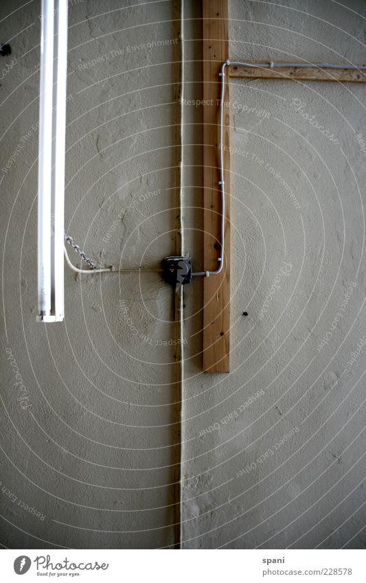 Lichtleiste Holz Lampe Netzwerk Kabel hängen Konstruktion Leitung Neonlicht Decke Abzweigung Holzleiste Beleuchtungselement Leuchtstoffröhre