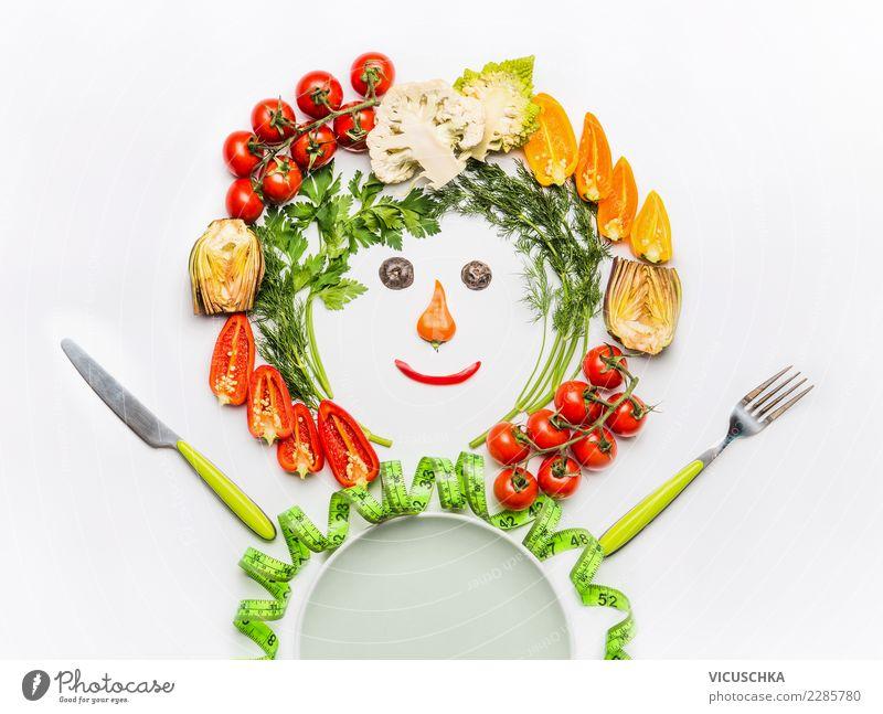Männchen gemacht mit Salatgemüse Lebensmittel Gemüse Ernährung Mittagessen Bioprodukte Vegetarische Ernährung Diät Teller Besteck Stil Design Freude Gesundheit