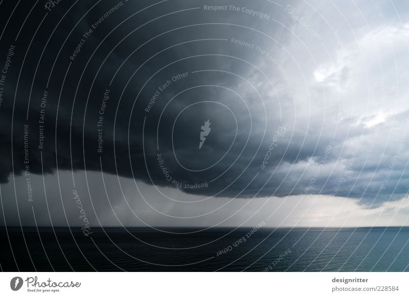 Botschaft Himmel Meer Wolken Ferne dunkel Regen Wetter Horizont Wind Angst groß Klima gefährlich bedrohlich Urelemente Nordsee