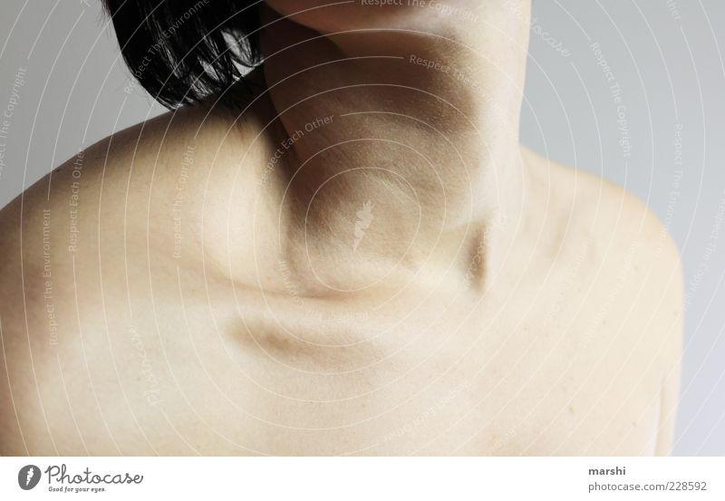 Hals Mensch feminin Frau Erwachsene Haut 1 Hautfarbe Körperteile Schlüsselbein Farbfoto Studioaufnahme Nackte Haut drehen Schulter