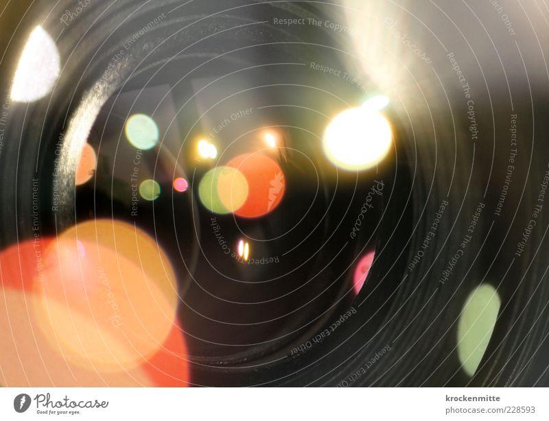 Lichtfang grün rot schwarz Fenster Beleuchtung rosa Fotografie Kreis Technik & Technologie rund Fotokamera Punkt Fensterscheibe blenden Fotografieren Physik