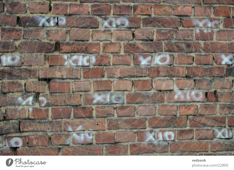 XO-Wand Backstein Mauer Muster Tagger Gebäude Architektur Strukturen & Formen Graffiti Grafitti