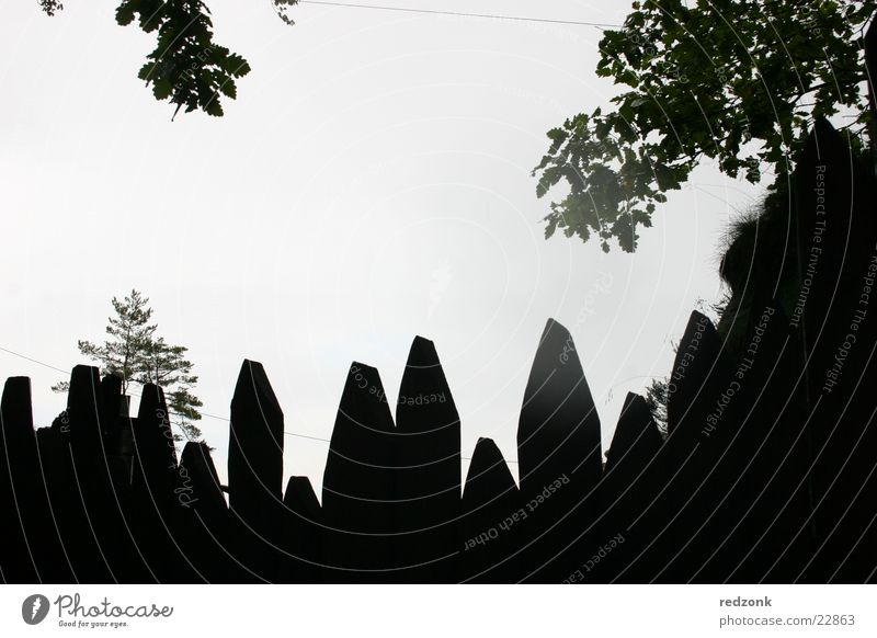 Zackenzaun Zaun Barriere Licht dunkel schwarz Bastei Festung Europa Palisade Silhouette Schatten Schutz Tor Felsen Mauer