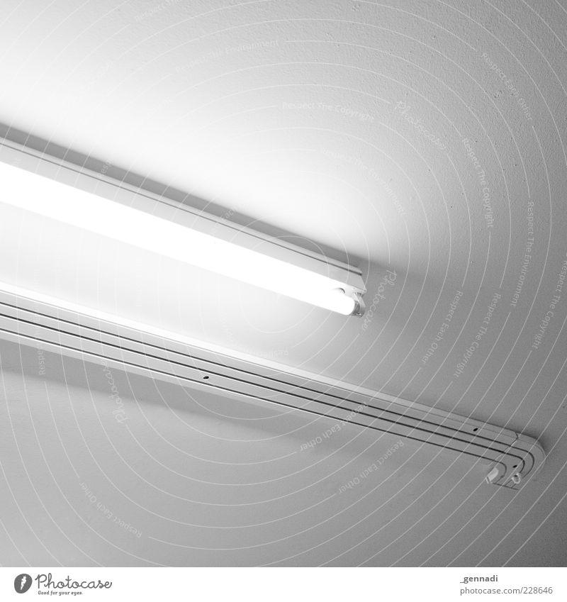 Quadratmeter Energiewirtschaft Energiekrise Elektrizität Lampe Lampenlicht Leuchtstoffröhre Leiste hell weiß Decke Deckenbeleuchtung Beleuchtung Zimmerdecke