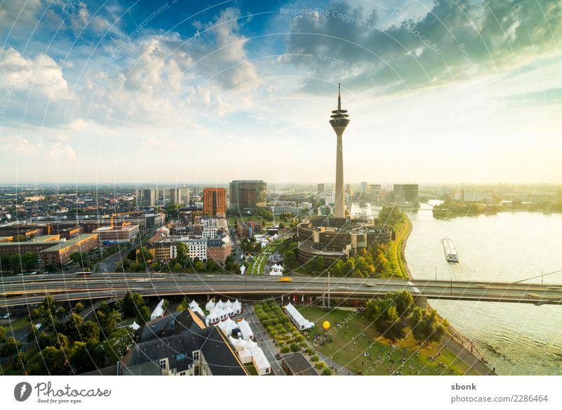 In Düsseldorf lacht die Sonne Stadt Hauptstadt Hafenstadt Turm Bauwerk Gebäude Architektur Sehenswürdigkeit Wahrzeichen Denkmal modern Fernsehturm Rhein