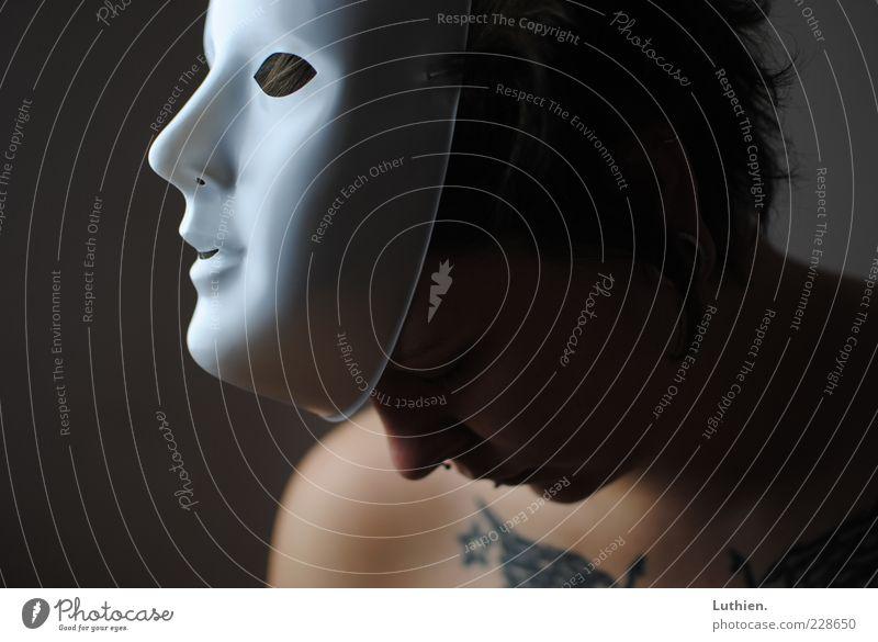Maskerade Mensch feminin Junge Frau Jugendliche Erwachsene Kopf Nase Mund 1 Blick ästhetisch dunkel gruselig blau grau Gefühle weiß Karneval Feste & Feiern
