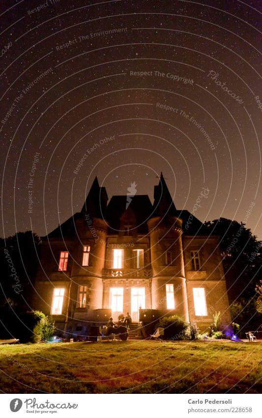 Nachtschloss Reichtum Glück ruhig Traumhaus Museum Himmel Nachthimmel Stern Weltall Bretagne Burg oder Schloss Turm Zinnen Erholung leuchten alt dunkel