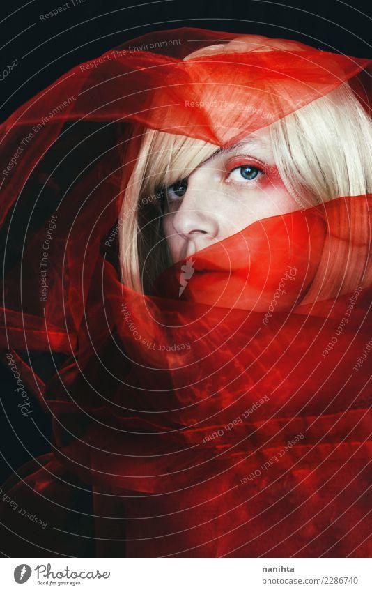 Junge Frau, umgeben von einem roten Schleier Mensch Jugendliche schön weiß 18-30 Jahre schwarz Gesicht Erwachsene feminin Stil Kunst Haare & Frisuren Design