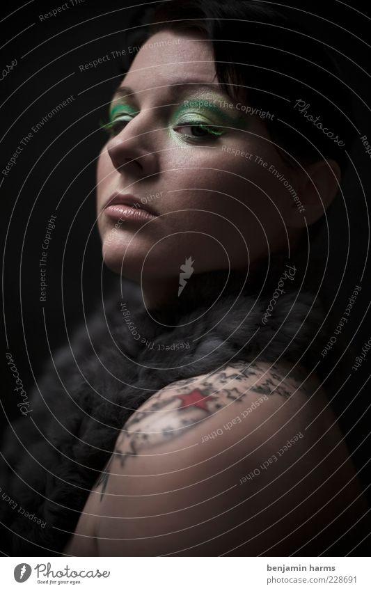 Neid #1 Mensch Jugendliche feminin Gefühle Erwachsene elegant Macht Fell 18-30 Jahre Tattoo Schulter Junge Frau Aggression Hochmut Konkurrenz eitel