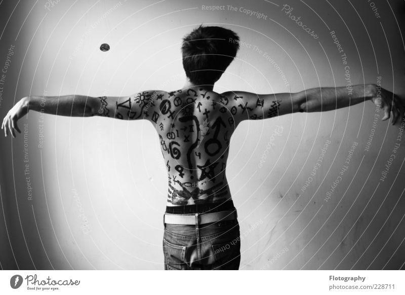 stranger Mensch maskulin Junger Mann Jugendliche Haut Rücken 1 18-30 Jahre Erwachsene Zeichen Ziffern & Zahlen Ornament Fragezeichen hängen ästhetisch frei