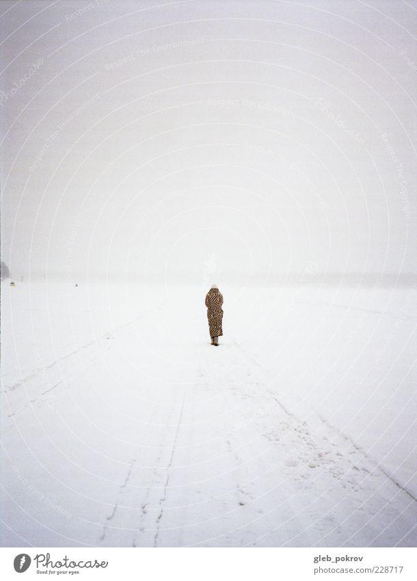 Mensch Himmel Natur schön Ferien & Urlaub & Reisen Winter Strand Einsamkeit Landschaft Wetter Horizont warten ästhetisch Klima Urelemente Schönes Wetter