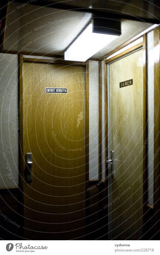 Zugangsberechtigungen Einsamkeit Haus ruhig Leben Stil Lampe Stimmung Raum Tür geschlossen Ordnung Design ästhetisch Häusliches Leben Lifestyle Neugier