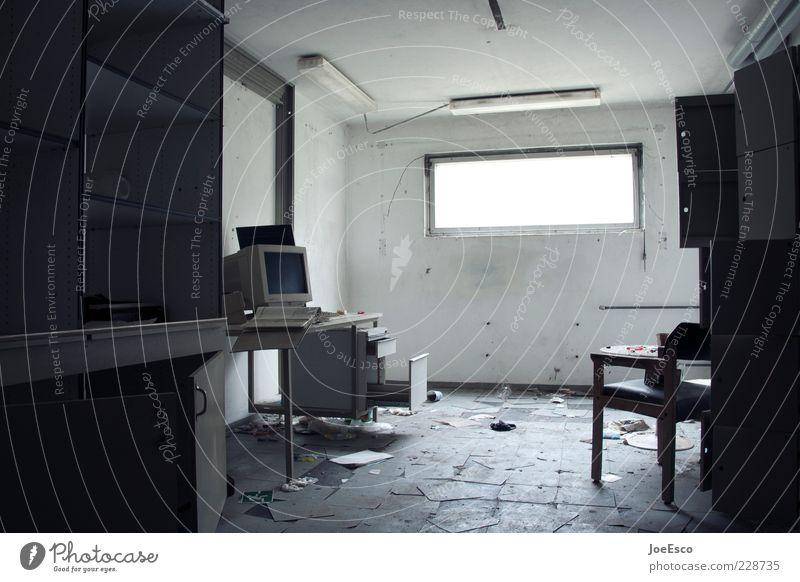 home office Einsamkeit dunkel Leben Autofenster Wohnung Raum Büro dreckig Technik & Technologie Tisch Computer kaputt Stuhl verfallen Karriere Unbewohnt