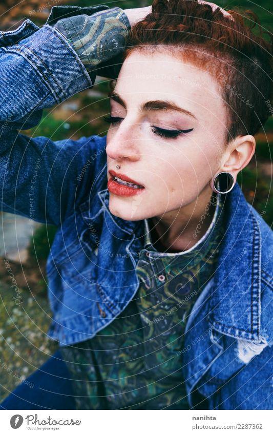 Mensch Natur Jugendliche Junge Frau schön Erotik 18-30 Jahre Gesicht Erwachsene Lifestyle Umwelt feminin Stil Haare & Frisuren Design träumen