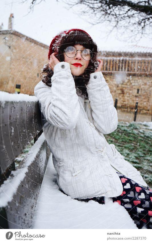 Mensch Natur Jugendliche Junge Frau schön weiß Erholung Freude Winter 18-30 Jahre Erwachsene Leben Lifestyle Umwelt kalt natürlich