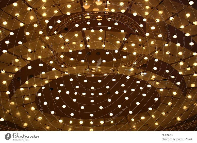 Lichterhimmel gelb Lampe hell Stimmung braun Beleuchtung Architektur Punkt Decke Kuppeldach