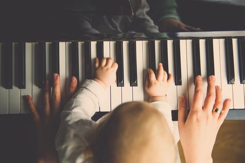musikalische früherziehung Reichtum elegant harmonisch Zufriedenheit Freizeit & Hobby Spielen Kindererziehung Bildung lernen Schüler Mensch feminin Baby