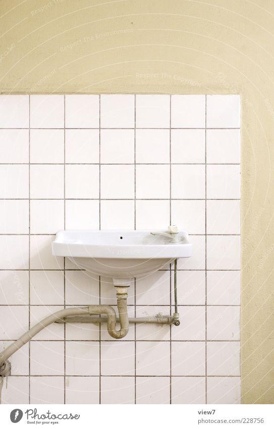 News zur Hygiene :: Linie Raum elegant Beton Design Beginn modern authentisch Streifen Bad rein Fliesen u. Kacheln einrichten Waschbecken Wasserhahn Handwaschbecken