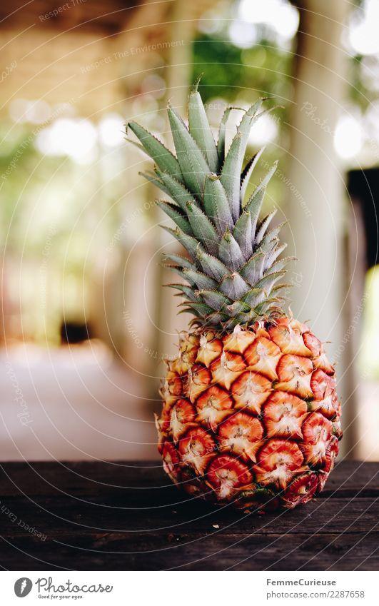 Pineapple on wooden table Ferien & Urlaub & Reisen Sommer Gesundheit Frucht Ernährung Bioprodukte Kuba Diät Vegetarische Ernährung Vitamin Holztisch sommerlich