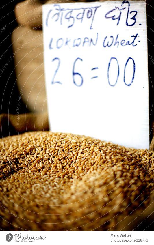 Korniges Angebot Lebensmittel Getreide Weizen Weizenkörner Ernährung Bioprodukte Vegetarische Ernährung Preisschild verkaufen einfach Gesundheit nachhaltig